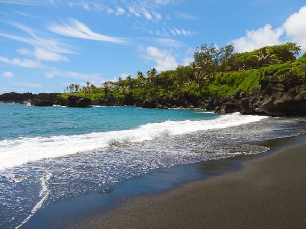 Maui, black sand beach