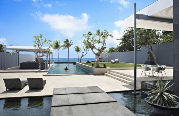 Luna2 Beachfront Villa in Seminyak
